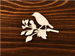 Птичка на ветке с гравировкой